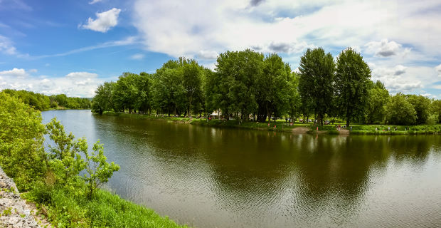 La rivière Nicolet traverse le parc Terre-des-Jeunes de Victoriaville