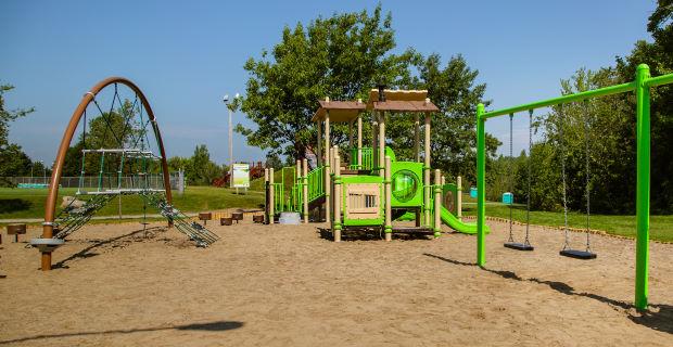 Les modules de jeux du parc Terre-des-Jeunes de Victoriaville