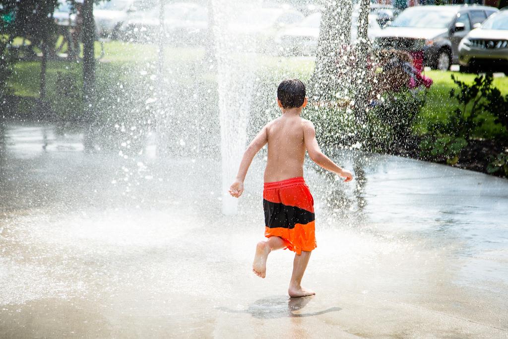 Jeux d'eau à la Vélogare (Place Ste-Victoire)